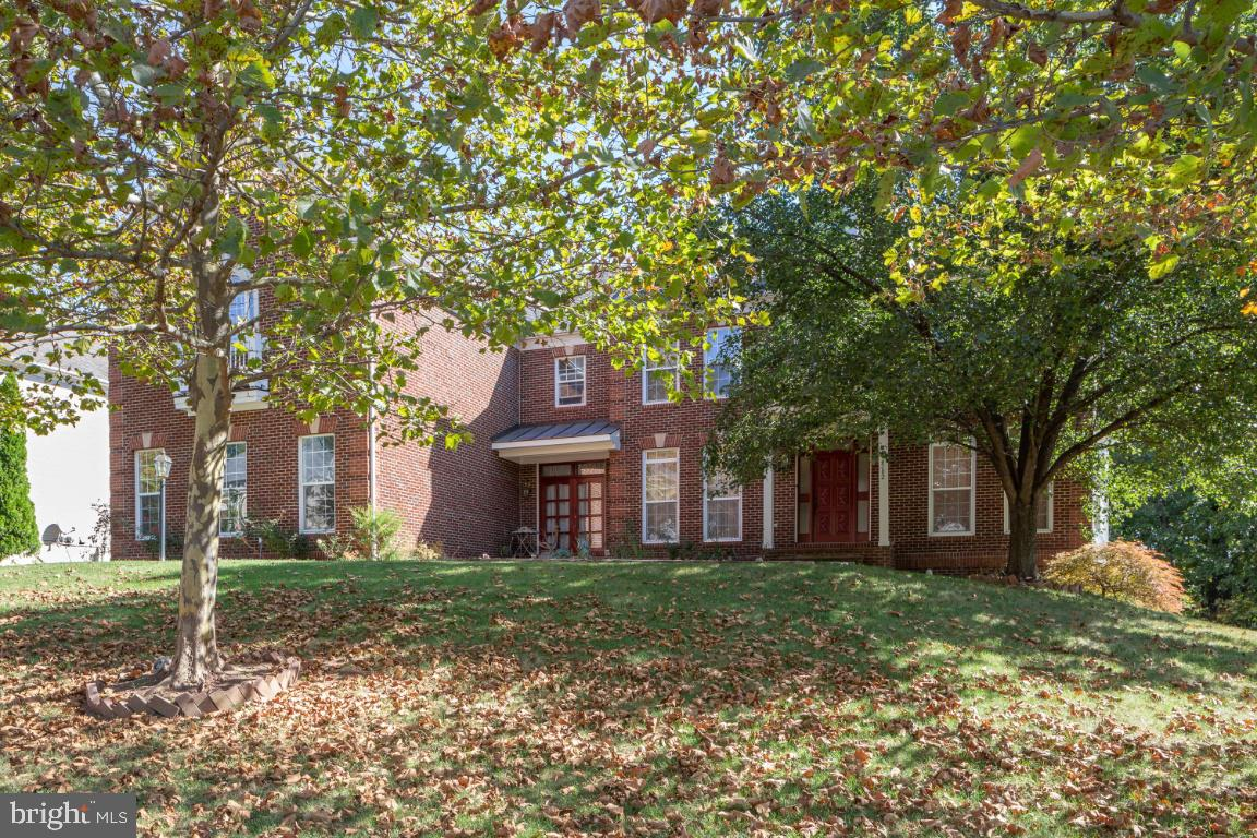 22582 FOREST RUN Dr, Ashburn, VA, 20148