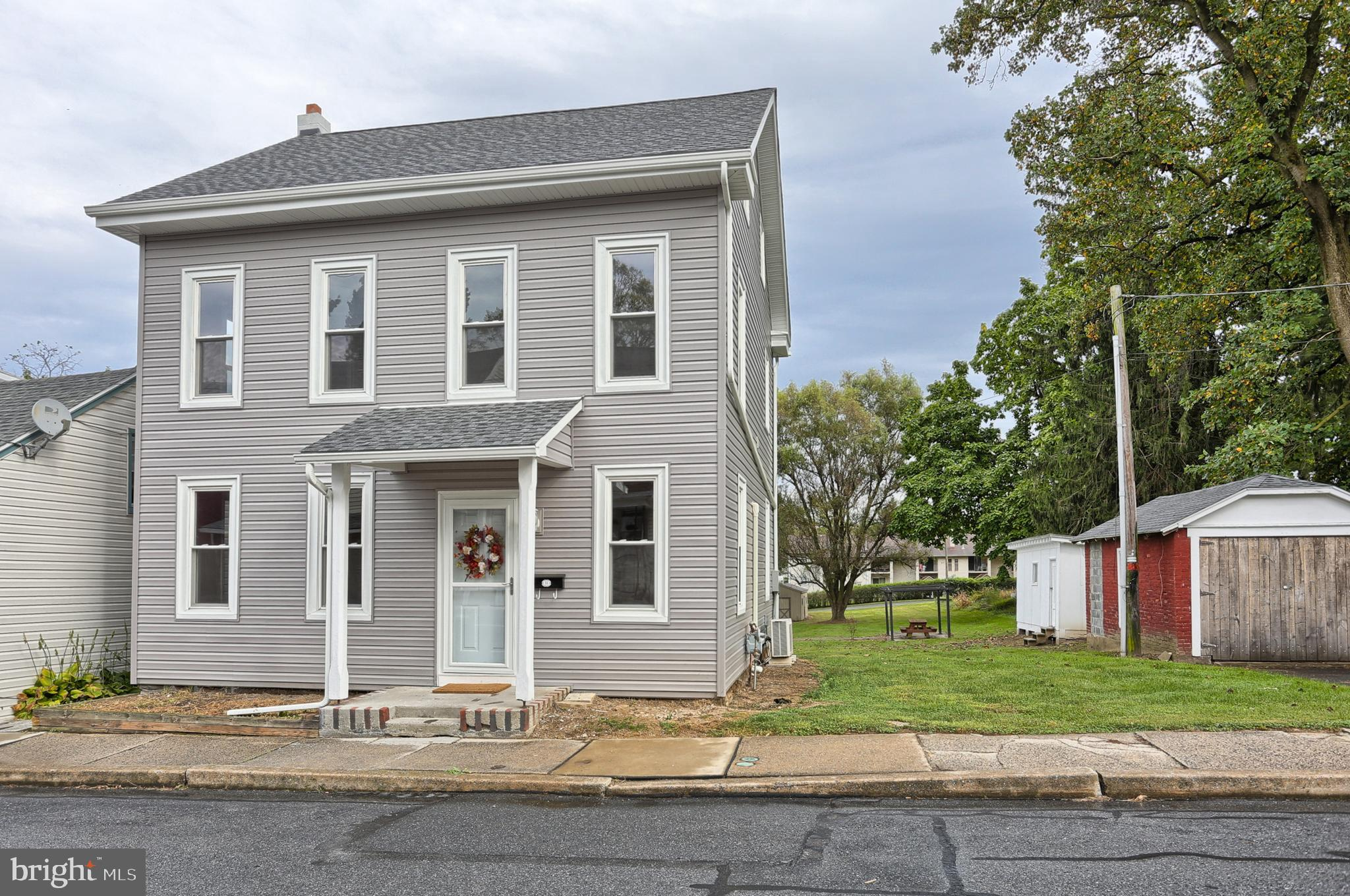 45 S FRONT STREET, WOMELSDORF, PA 19567