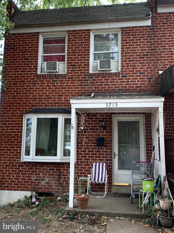 Lots of room to grow into this 3 bedroom 1 bath home in Brooklyn Md. Enter into the light and bright living room. Dinning room offers plenty of room to entertain. Basement can be converted into additional living space or game room. Close to shopping and restaurants. Easy access to 895. Do not miss out on this one!
