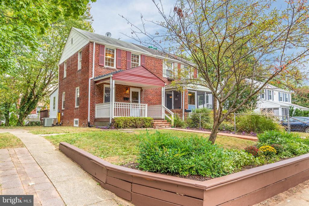 A commuter's dream in a fantastic, non-HOA neighborhood! 3/10 of a mile to Huntington METRO, half a block to shops and restaurants. This classic brick 2 BR/ 2 BA duplex is move-in ready with LOTS of potential! Enjoy the open, enlarged kitchen with 5-burner cooktop and double wall ovens, breakfast room addition, large back deck perfect for cook-outs, funky basement rec room with built-in bar just begging for some vintage barware, off-street parking, and welcoming front porch. Lovely, original hardwood floors in the living room and bedrooms. Quiet, one-way street.  Affordable Metro Rail Living! Convenient to 495, Ft. Belvoir, National Harbor, Old Town, airport & AMTRAK. Location and charm all in one!