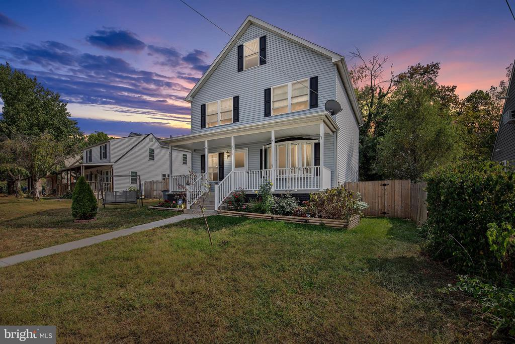 Amazing Home with over 2700 sq ft of Living Space Features 5 Bedrooms, 2 1/2 Baths, Stainless Steel Appliances with a  Double Oven, Breakfast Bar, Pantry, Dual Zoned, Fully Finished Basement and feature a Fenced In Yard.  Close to 695, BWI, Marc and NSA.  Put this one on list.