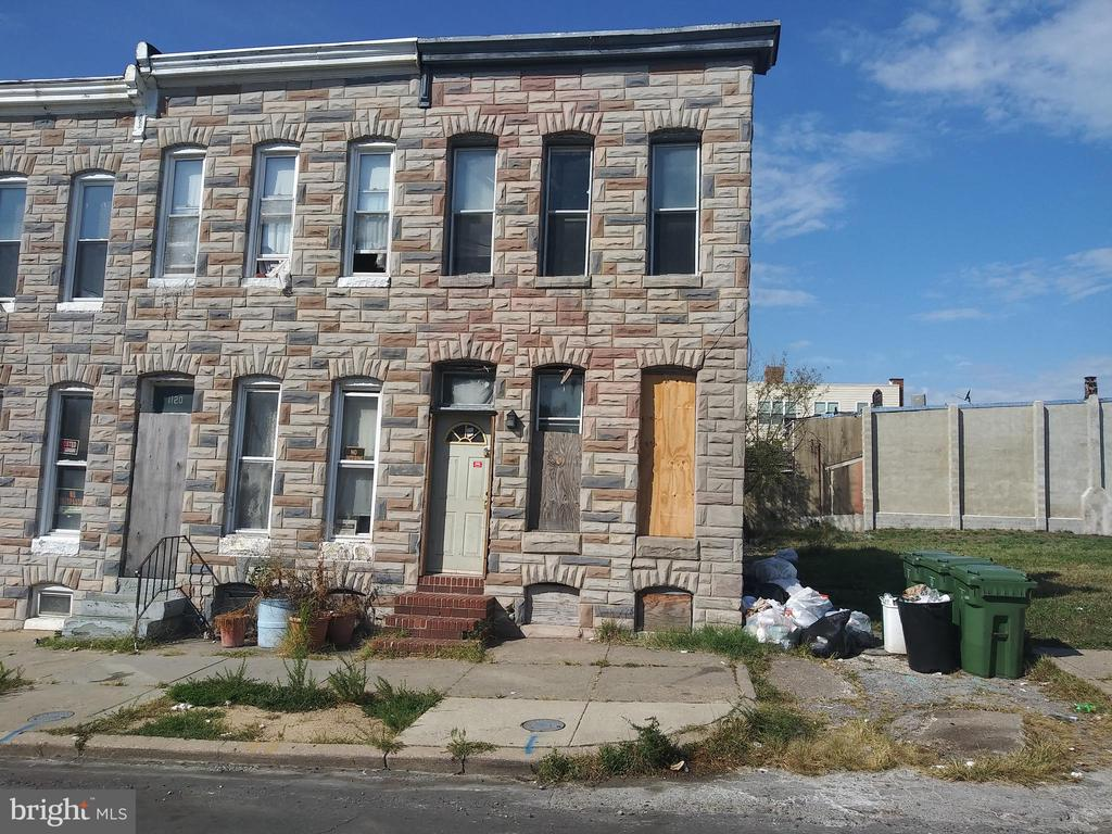 ONLINE AUCTION: Bidding Ends 10/14 @ 3:50pm. List Price is suggested opening bid. 2 Story Townhome in Biddle Street. Property is Vacant. 10% Buyer's Premium or $1,000 whichever is greater. Deposit $2,000. For full Terms and Conditions contact auctioneer's office.