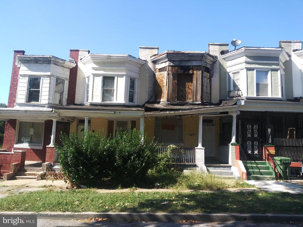 POST AUCTION DEAL: BUY NOW! 2 Story Townhome in Northwest Community Action. Property is Vacant. Believed to contain: 3BR/1BA. Agents Register Your Clients.10% Buyer's Premium or $1,000 whichever is greater. Deposit $2,000. Visit www.ashlandauction.com for Full Terms & Conditions.