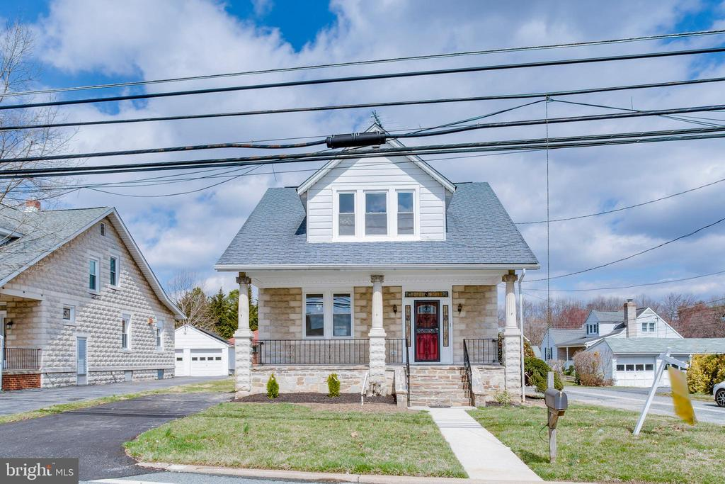Home to be Sold - For best reasonable offer (Sunday, October 13, 2-5pm. No Qualifying! Owner may Lease Option/Owner-Finance. $325,000 Value- Bids Start at only 9K down/2,495 month! Taking bid offers on price, down-payment, monthly payment, and move-in date. Home will be sold to the best reasonable offer. You can move in immediately! Lovely 4BR, 31/2 BA, 2 car garage, Fireplace, spacious 2,421sq ft! Quiet neighborhood. For a list of inspections dates, to view the house or more details, visit www.olivebranchpropertytrust.com