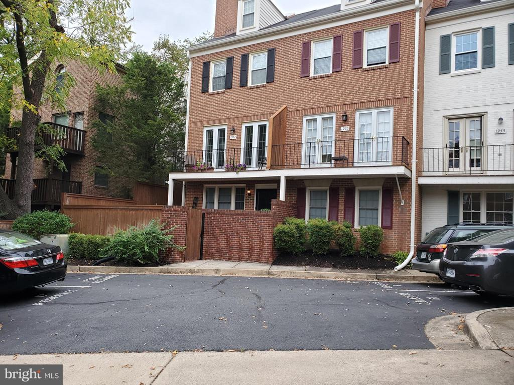 Location! Location! Location!2 Bedroom/2 Bath Condominium with courtyard. Two fireplaces. Wood floors in living room and dining room. .7 of a mile to the Clarendon Metro. Freshly paint. Available November 1, 2019.