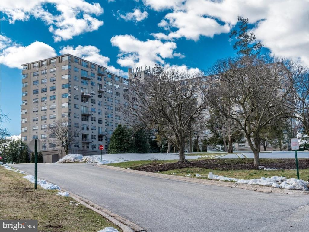 Nice bright 2 bedroom 1bath apartment has big living room, all hardwood floor,  kitchen and bathroom as is. No matter you live in or invest, this is a great location and good choice. There is another unit available at 205, with balcony and pets friendly floor. Price is $148,000 -easy to show.