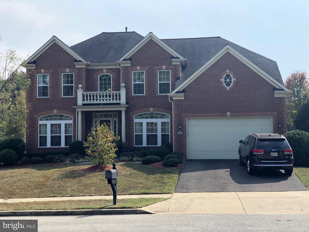 STUNNINGLY GORGEOUS BRICK FRT.COLONIAL WITH 5 BED ROOMS, 3 AND 1/2 BATHS, A KITCHEN TO DIE FOR, A SUN ROOM, A DECK      THAT REQUIRES NO MAITENENCE, A LOVELY    LAID OUT,  FULLY FINISHED BASEMENT, A          FAMILY ROOM, A TWO CAR GARAGE AND OH    SO MUCH MORE.  THIS  IS ONE OF PRINCE         GEORGES FINEST.  A   MUST SEE!!