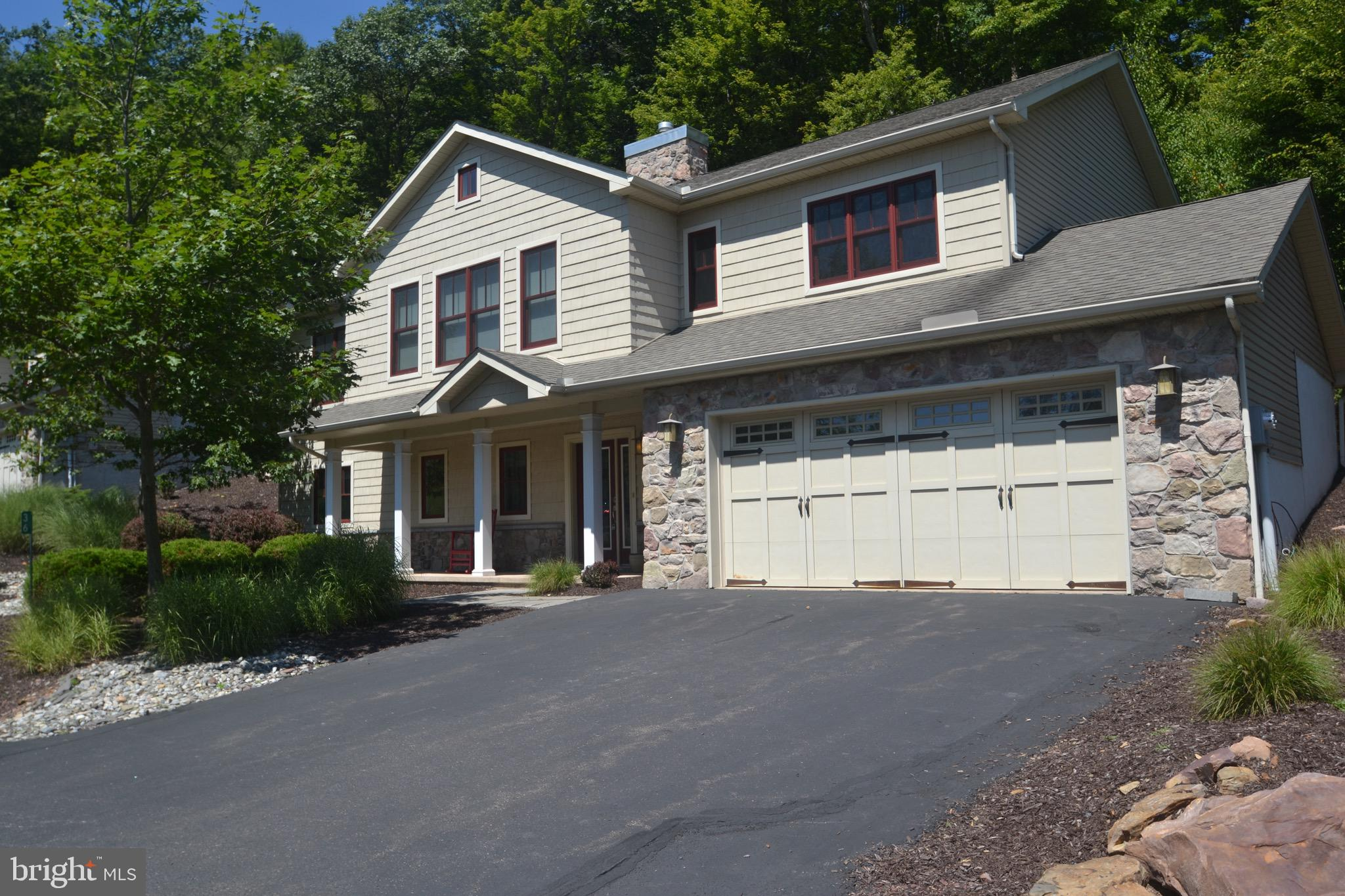 36 BLUESTONE COURT, LAKE HARMONY, PA 18624