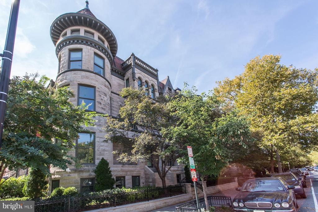 Fabulous, contemporary 2BR/2BA in DuPont Circle historic mansion. Leibherr, Miele, & Bosch appliances. Porcelanosa tiles, wood floors. Scavolini cabinetry. Energy efficient upgrades w/ smart technology sound & alarm systems.