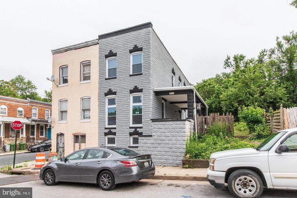 This beautifully updated end of row home offers the perfect opportunity to create a fresh start for you and your family. Completely renovated 3Bd 2.5, fresh hardwood floors, brand new stainless steel appliances. Conveniently located near MTA transportation, shopping access less than a mile away. Don't miss out on this Gem!