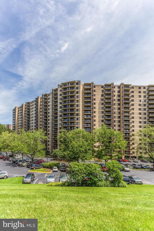 Photo of 203 Yoakum Pkwy #1124