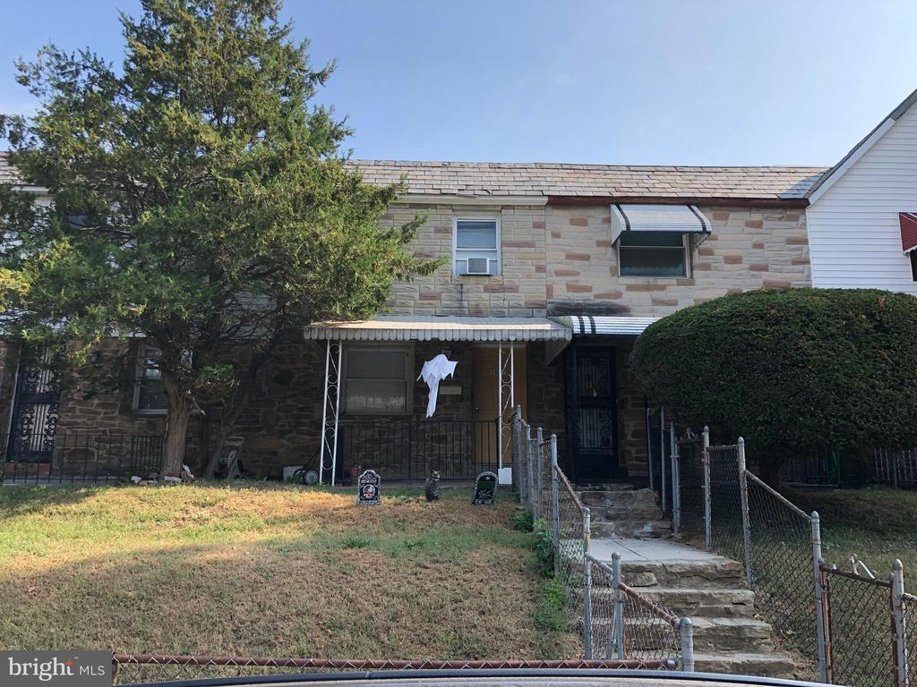 ONLINE AUCTION: Bidding begins 10/17 @ 10:00 AM. Bidding ends 10/18 @ 3:40 PM. List Price is Suggested Opening Bid. 2 Story Porchfront Townhome in Central Park Heights. Property is Rented $975/Mo.10% Buyer's Premium or $1,000, whichever is greater. Deposit $5,000. For full Terms and Conditions contact auctioneer's office.