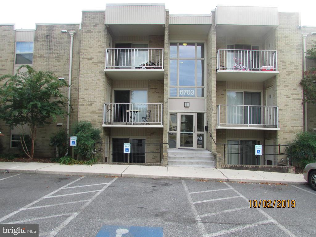 1-Bedroom condo move-in ready, Baltimore County. Carpet and wood flooring. Living room, dining area, kitchen all ready for your move. Heat included.