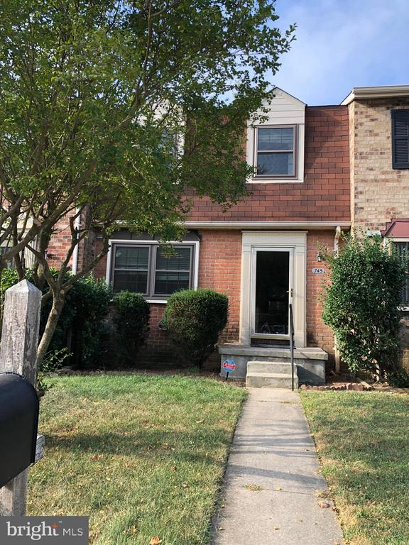 Beautiful townhome in Broadfield with 3 bedrooms 2 full & 2 half bath.  Convenient to UMBC, CCBC, shopping center,public transportation & commuter routes,