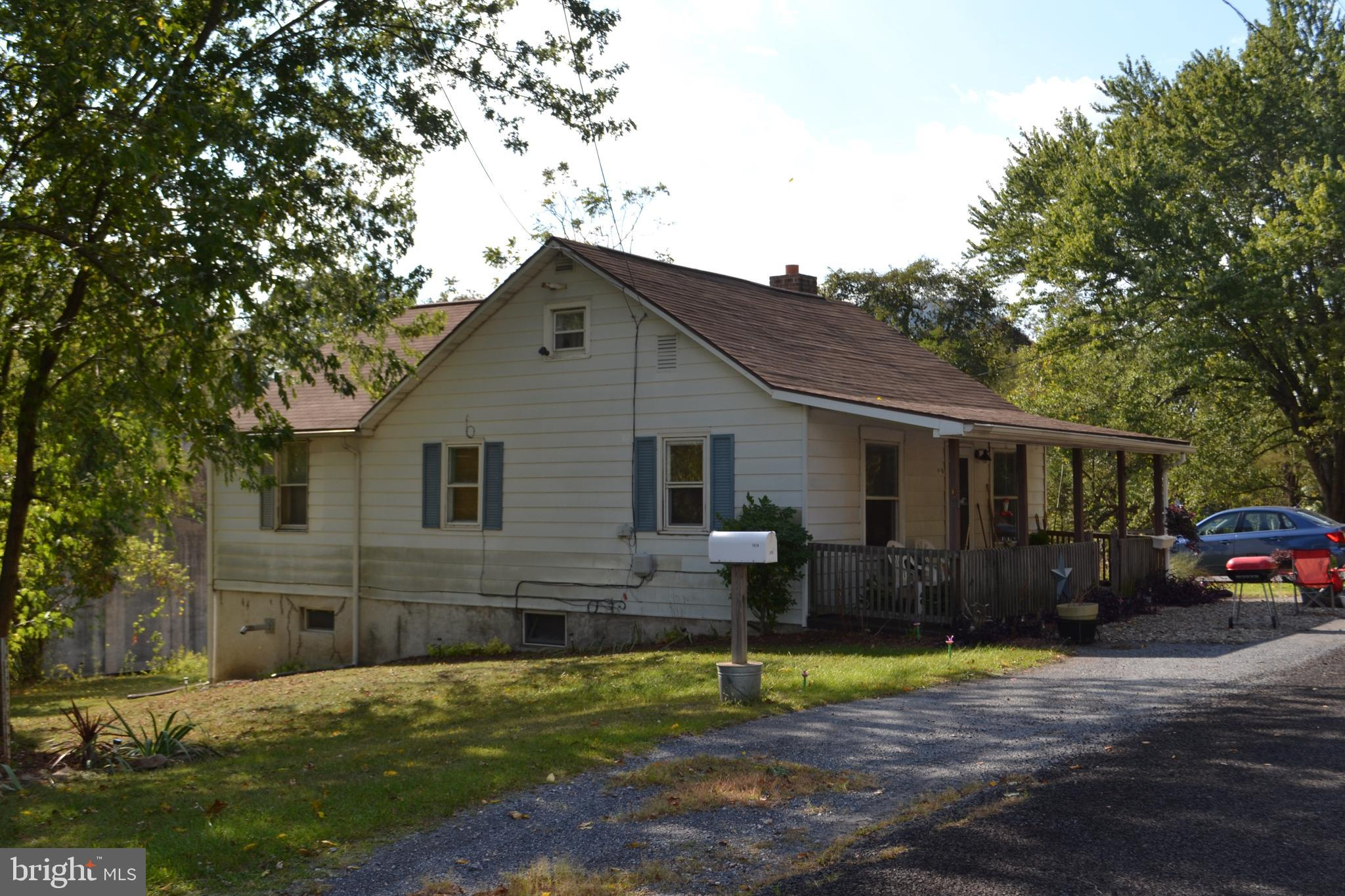 1916 OLD STATE ROAD, DAUPHIN, PA 17018