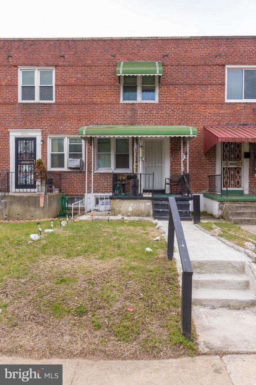 """Online Auction! Bidding Ends October 25th @ 12PM. 5,000 deposit in order to bid online. **OPENING BID OF $30,000**Tenant Occupied Townhome in the """"Mosher"""" Area of Baltimore City  **Current Gross Annual Scheduled Rent Of $15,468**"""