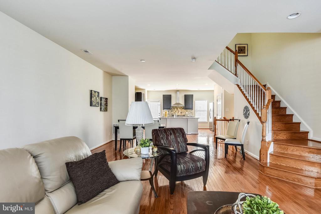 9648 PULLMAN PLACE, FAIRFAX, FAIRFAX Virginia 22031, 4 Bedrooms Bedrooms, ,3 BathroomsBathrooms,Residential,For Sale,PULLMAN,VAFX1092296