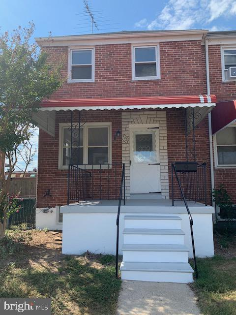 3/1/1 brick end of group town home.  Completely renovated to include granite counters, stainless steel appliances, new carpet, freshly painted throughout, fully finished lower level with half bath, fenced yard, off street parking, and shed. AVAILABLE NOW!!!