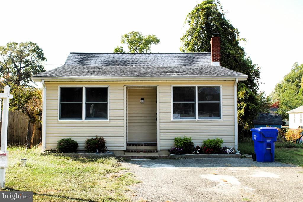 NEW LOWER PRICE . . . SELLER MOTIVATED . . . 3% Closing help available . . . Adorable waterview 2 bedroom 1 bath home with some updates including Roof replaced in 2018, Newer boiler, hot water heater, central air, fenced yard, Attic, gas cooking, Close to Marina, Restaurants, Bars, Potomac River, Wicomico River. Home is larger than it looks from the exterior.  Worth checking out!