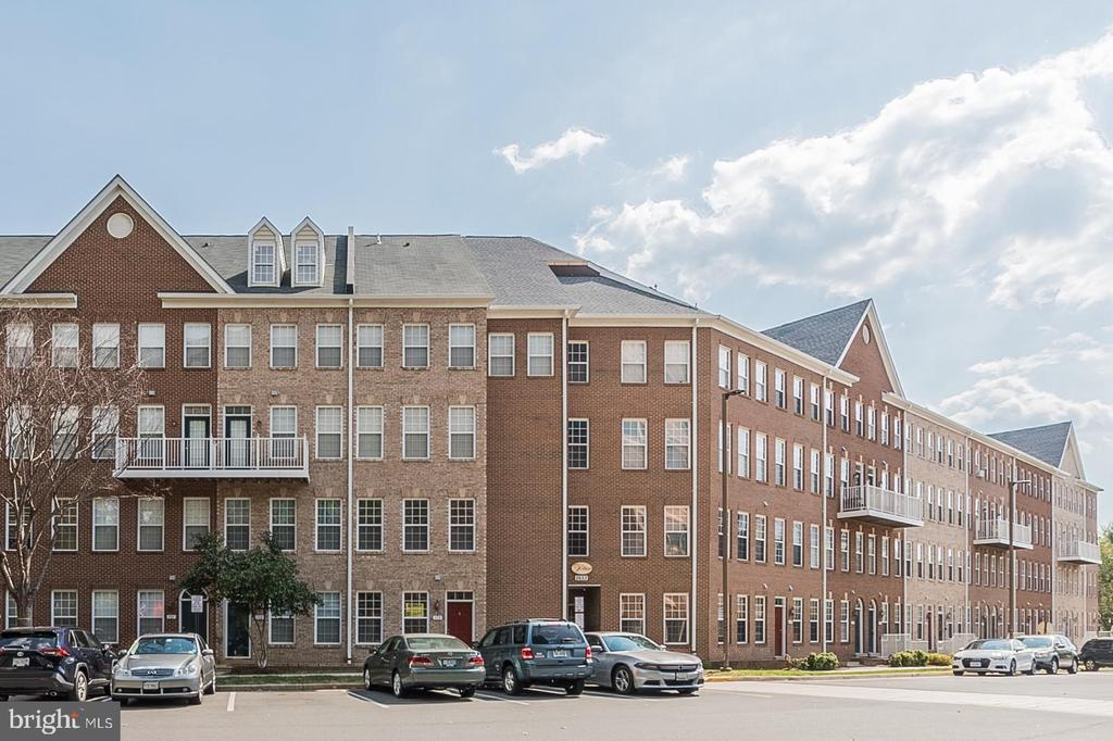 2651 Park Tower Dr #112, Vienna, VA 22180