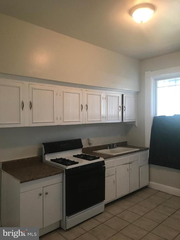This well maintained spacious 3 bedroom home is ready fro a new tenant. It has wall to wall carpet, storage, large kitchen and washer/dryer. Convenient to Marc Train, public transportation, shopping and downtown.