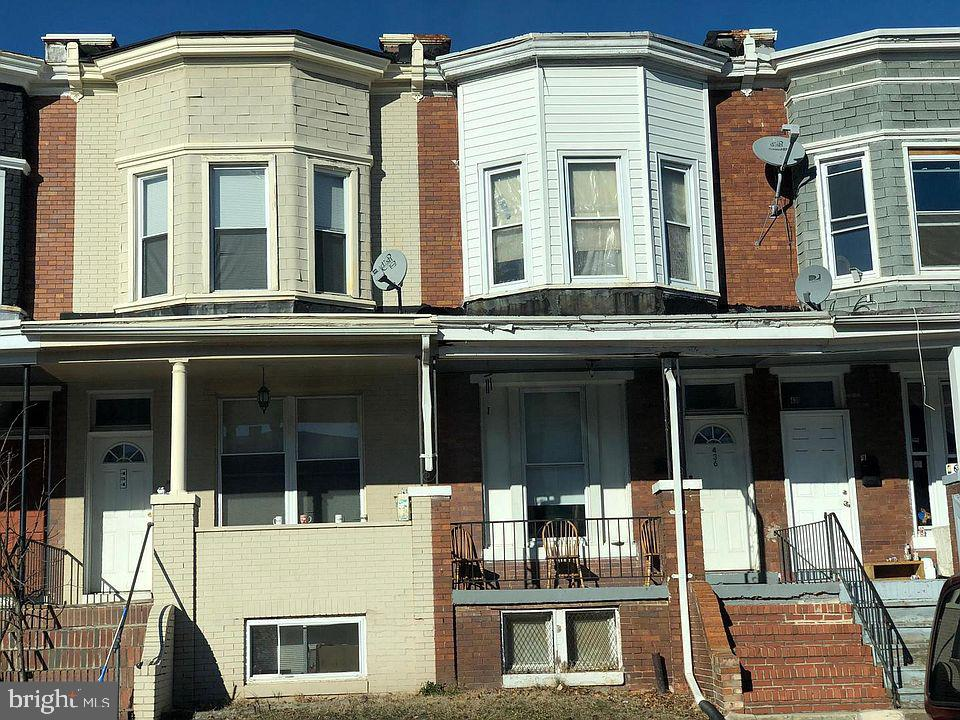 INVESTOR ALERT!! This is your opportunity to grab a townhouse for a great price! Tenant occupied- $1300 a month, with option to extend the lease. Seller is selling the next-door unit as well (436) and 2 more units in the neighborhood, Option to buy as a wholesale! Motivated seller, **AS IS**
