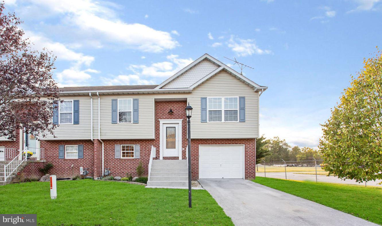 37 WESTVIEW DRIVE, MCSHERRYSTOWN, PA 17344