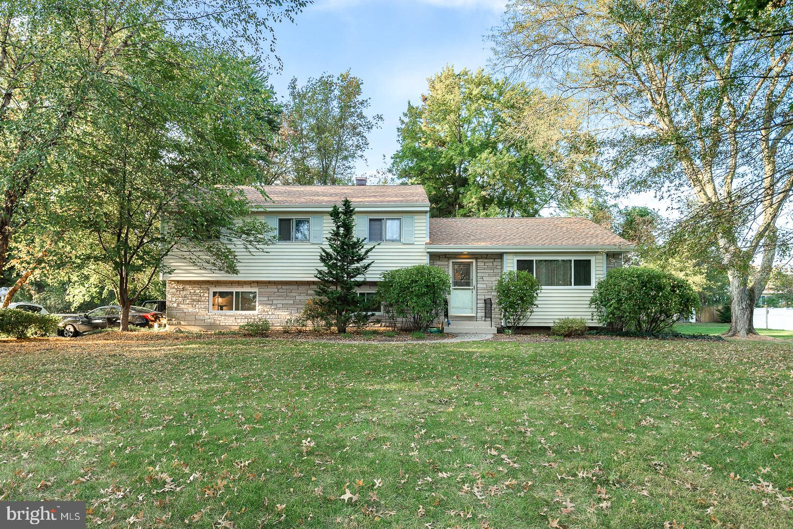 10 BAYBERRY ROAD, EWING, NJ 08618