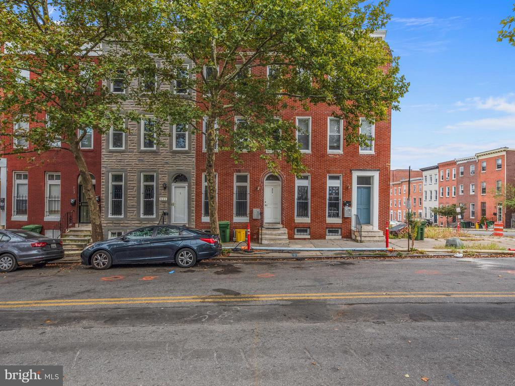Beautifully done 3 Bed / 2 FULL Bath rental.  Amazing space, large rooms with lots of natural light.  In unit Washer & Dryer.  Everything you need in the heart of the Upton Baltimore neighborhood.