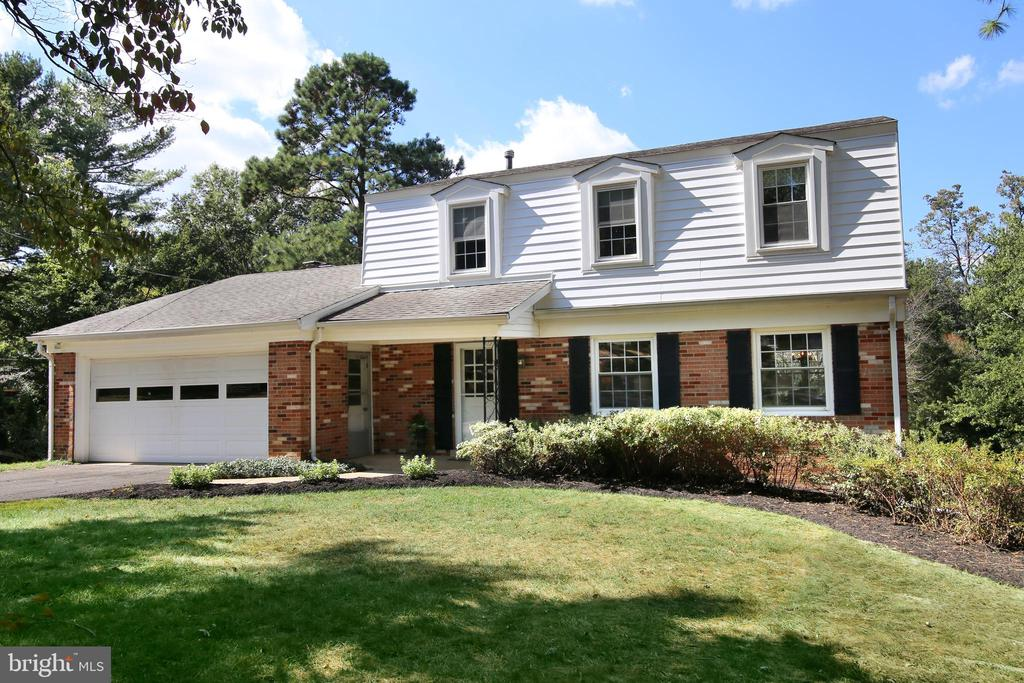 Fairfax Homes for Sale -  Central Vacuum,  9208  LEAMINGTON COURT