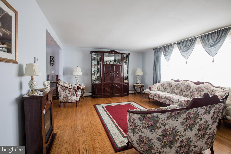 292 Edmonds Avenue Drexel Hill, PA 19026