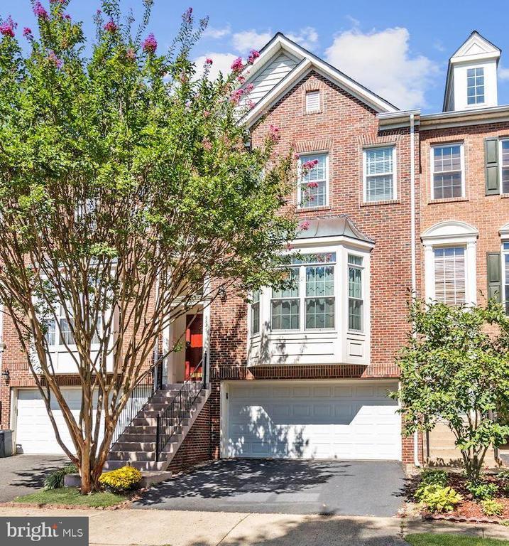8845  ROYAL DOULTON LANE, Fairfax, Virginia