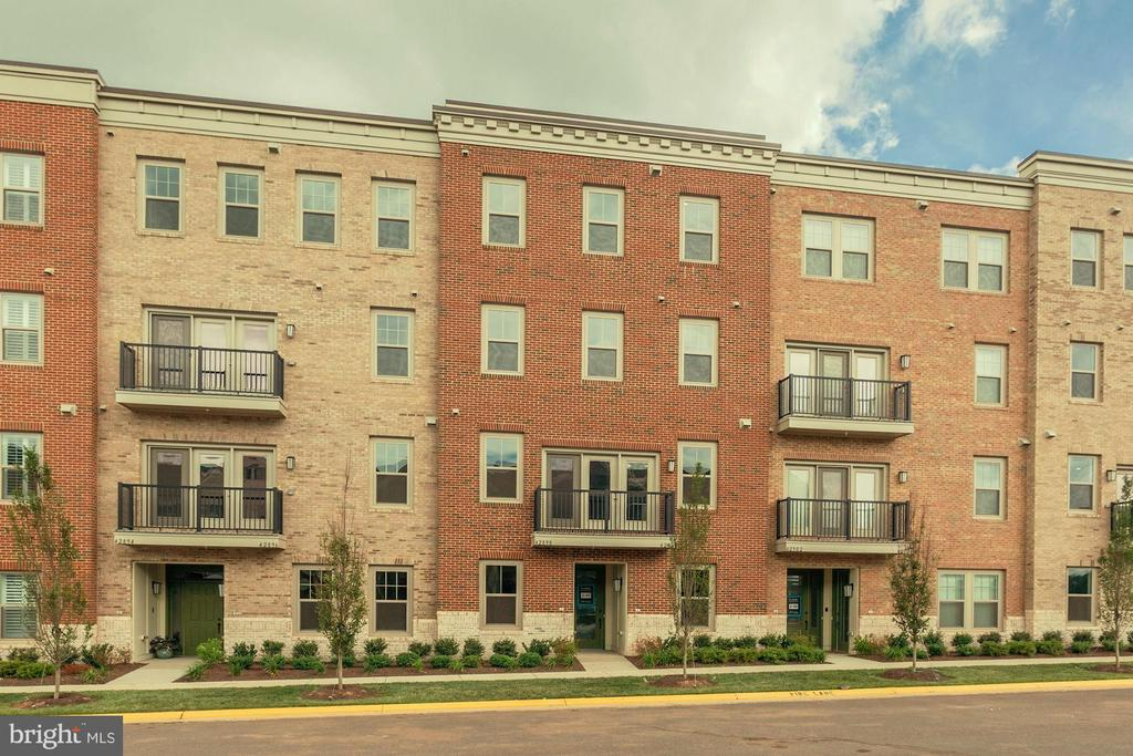 $5,000 CLOSING COST ASSISTANCE ON FULL PRICE CONTRACTS AND WITH USE OF APPROVED LENDER AND TITLE COMPANY. BEAUTIFUL MUST SEE UNIT! 55+ ACTIVE ADULT COMMUNITY! LUXURIOUS BACK-TO-BACK CONDO WITH PRIVATE ELEVATOR AND ATTACHED 1-CAR GARAGE! 9FT CEILINGS, GOURMET KITCHEN WITH STAINLESS-STEEL APPLIANCES. GRANITE COUNTERTOPS IN THE KITC HEN AND MASTER BATHROOM. SPACIOUS LIVING AREAS. ENGINEERED HARDWOOD ON SECOND LEVEL. LARGE MASTER BEDROOM WITH WALK-IN CLOSET IN ITS OWN LEVEL.