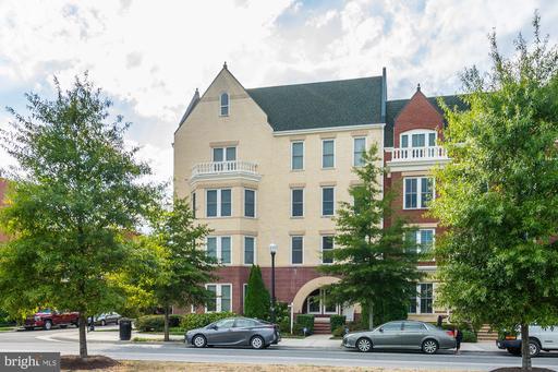 2402 Potomac Ave #101
