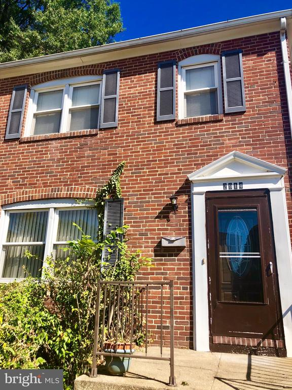 You must see this adorable 1br apartment in Parkville! This 2nd fl unit has been freshly painted and features new appliances. Convenient to shopping, restaurants and public transportation. See it today!