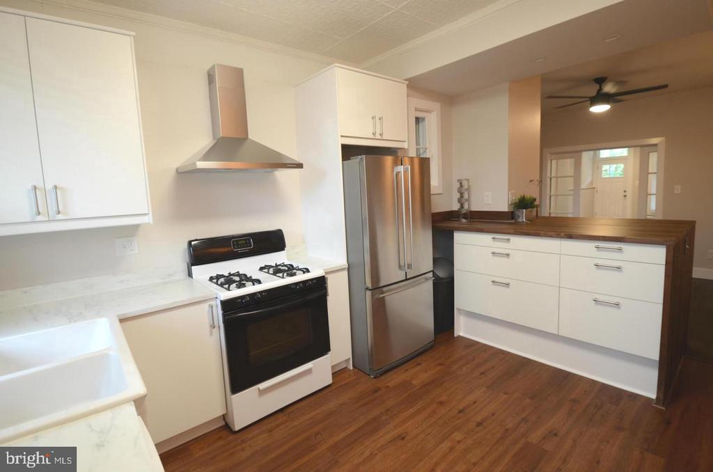 Spacious Charles Village Rental complete with 3  bedrooms (2 large and 1 smaller in the middle) and 1 large full bath. Hardwood floors throughout, great natural light, HUGE kitchen, lots of charm and modern amenities. Tenants to pay $120 processing fee if approved.
