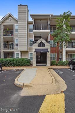 3304 Wyndham Cir #337, Alexandria, VA 22302