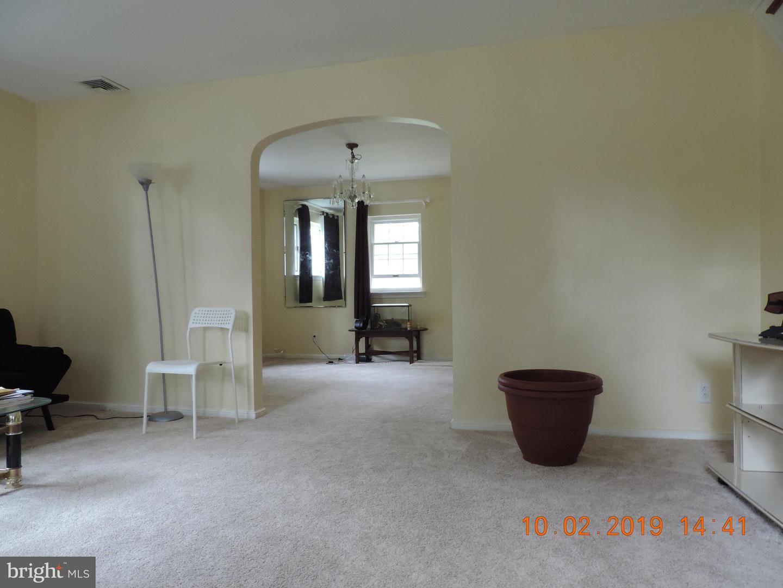 309 Greenview Lane Havertown, PA 19083