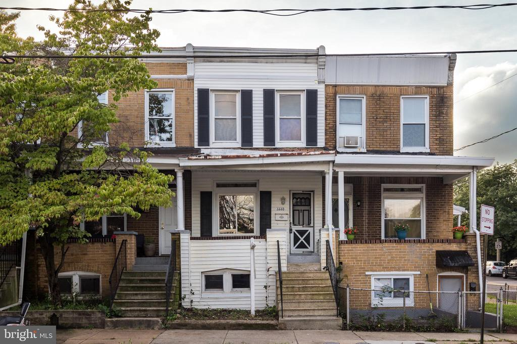 3BD/1BA is available immediately in Hampden! Don't miss the opportunity to live close to all that's happening in Hampden! Text Richard @ 410-812-9986 for more details!