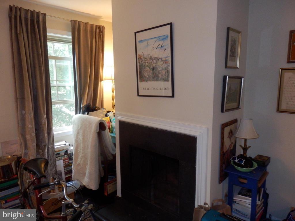 Photo of 1305 E Abingdon Dr #4