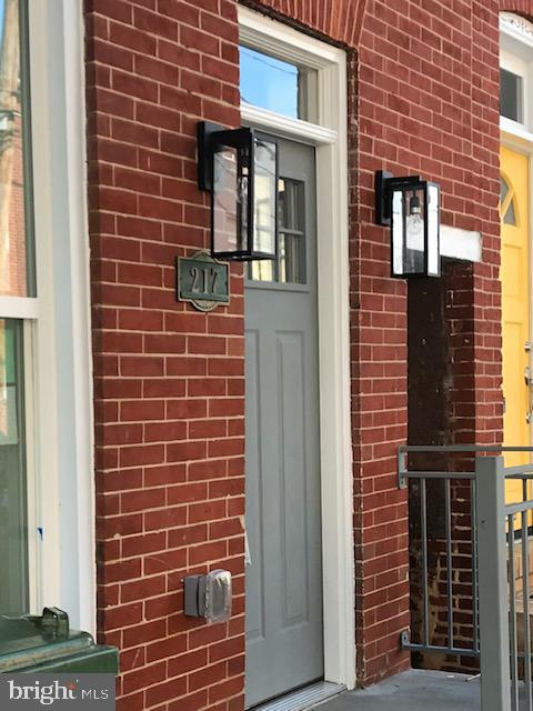 Beautiful 4 bedroom 3 1/2 bath in Federal Hill. All the latest upgrades quartz counter-tops, tiled baths, custom designed stairs and roof top deck. Just mins walk to harbor and Light St.