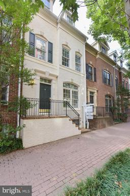Property for sale at 2418 14th St N, Arlington,  Virginia 22201
