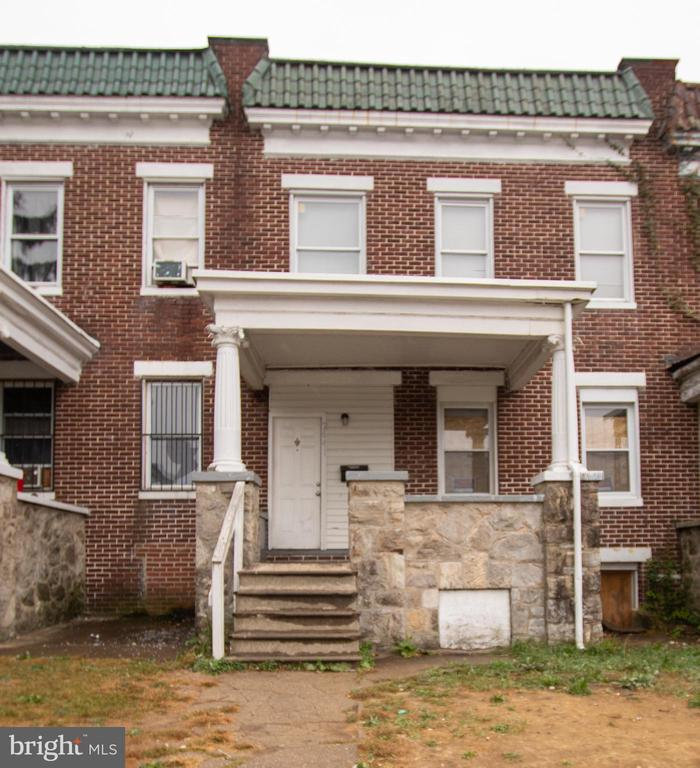 "TIMED AUCTION CLOSES MONDAY October 28, 2019 1pm.  Initial deposit of $5,000 in order to bid. List price to be opening bid only. Porchfront Brick Townhome in the ""Greenspring"" Area of Baltimore City. Improved by a 2 bedroom, with 3 bonus rooms, 1 full bath townhome.Features include: Den on main level, Small deck outside bonus rooms, Replacement windows."