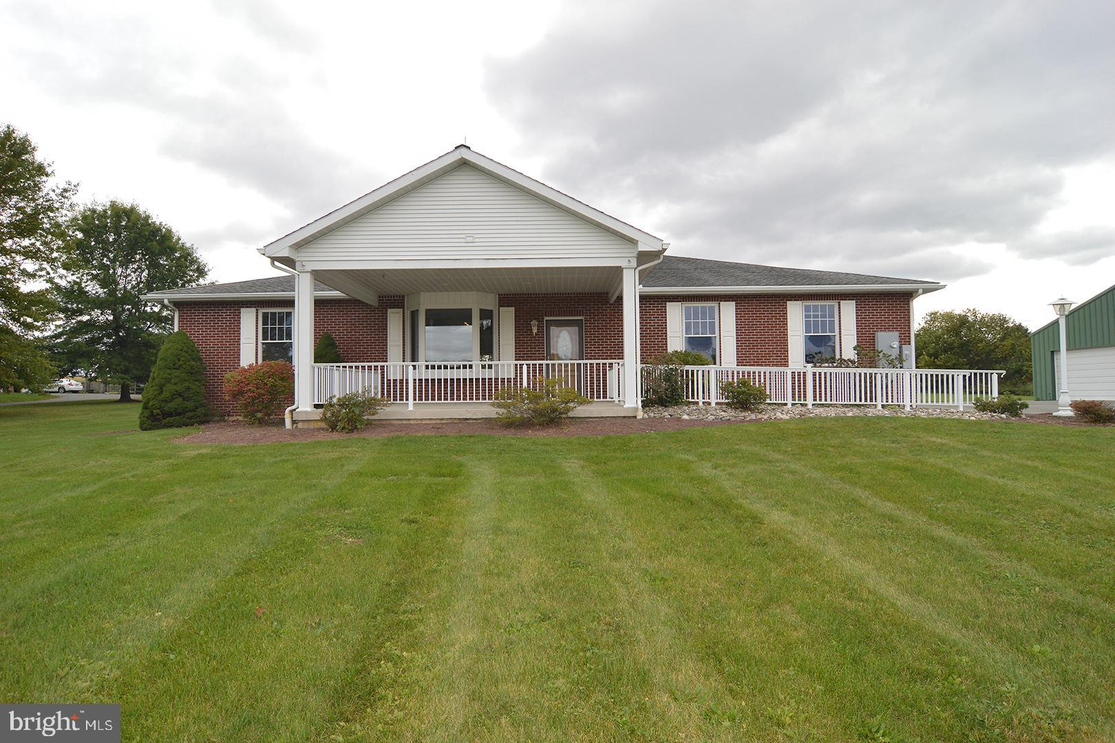 2960 SEISHOLTZVILLE ROAD, MACUNGIE, PA 18062