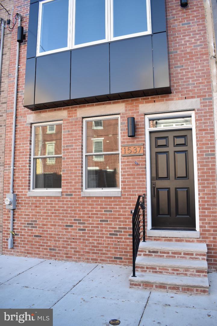 1537 S 4th Street Philadelphia, PA 19147