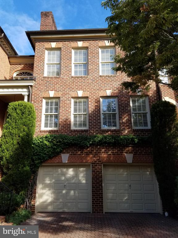 2003 Mayfair McLean Ct, Falls Church, VA 22043