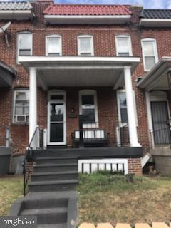 Welcome to Baltimore! Lovely home awaiting your design ideas. This home offers beautiful original hardwood floors, retro claw tub and much more! Come out see how you could own a home near Everything...close to I 83, 695 and the Marc train is right down the street!!