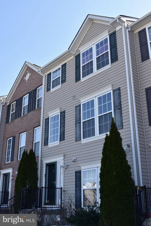 WELCOME TO MIRAMAR LANDING in Middle River, Baltimore County!  Magnificent 3 bedroom 2 bath townhome with additional powder room. This home features wall to wall carpeting, fresh paint and custom lighting. Main level includes spacious kitchen with island, balcony, and lots of cabinet space. Open floor plan. Upper level boasts Master bedroom/bath with 2 walk-in closets, custom ceramic tile in bathroom, separate shower and soaking tub.Relax in the family room and exit to garage.Small pet allowed with deposit.MUST SEE PROPERTY! Located near schools and shopping.ACT FAST! YOU WILL NOT WANT TO MISS THIS ONE!