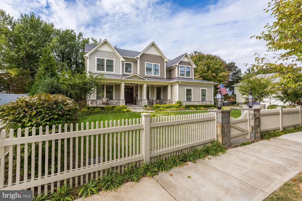 PRISTINE 4 YR OLD CRAFTSMAN STYLE HOME WITH FOYER, LR, DR AND SPACIOUS FAMILY ROOM/KITCHEN, 6 BEDROOMS, 5.5 BATHS,1ST FLOOR STUDY CAN BE BEDROOM, OPEN PLAN, STAINLESS COMMERCIAL KITCHEN APPLIANCES, CUSTOM LANDSCAPING, WALPOLE PICKET FENCE AND 3 CAR GARAGE.  5 MINUTES TO TYSONS - A MUST SEE !!