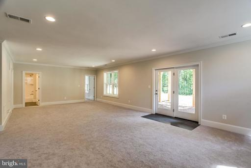 8221 Robey Ave Annandale VA 22003